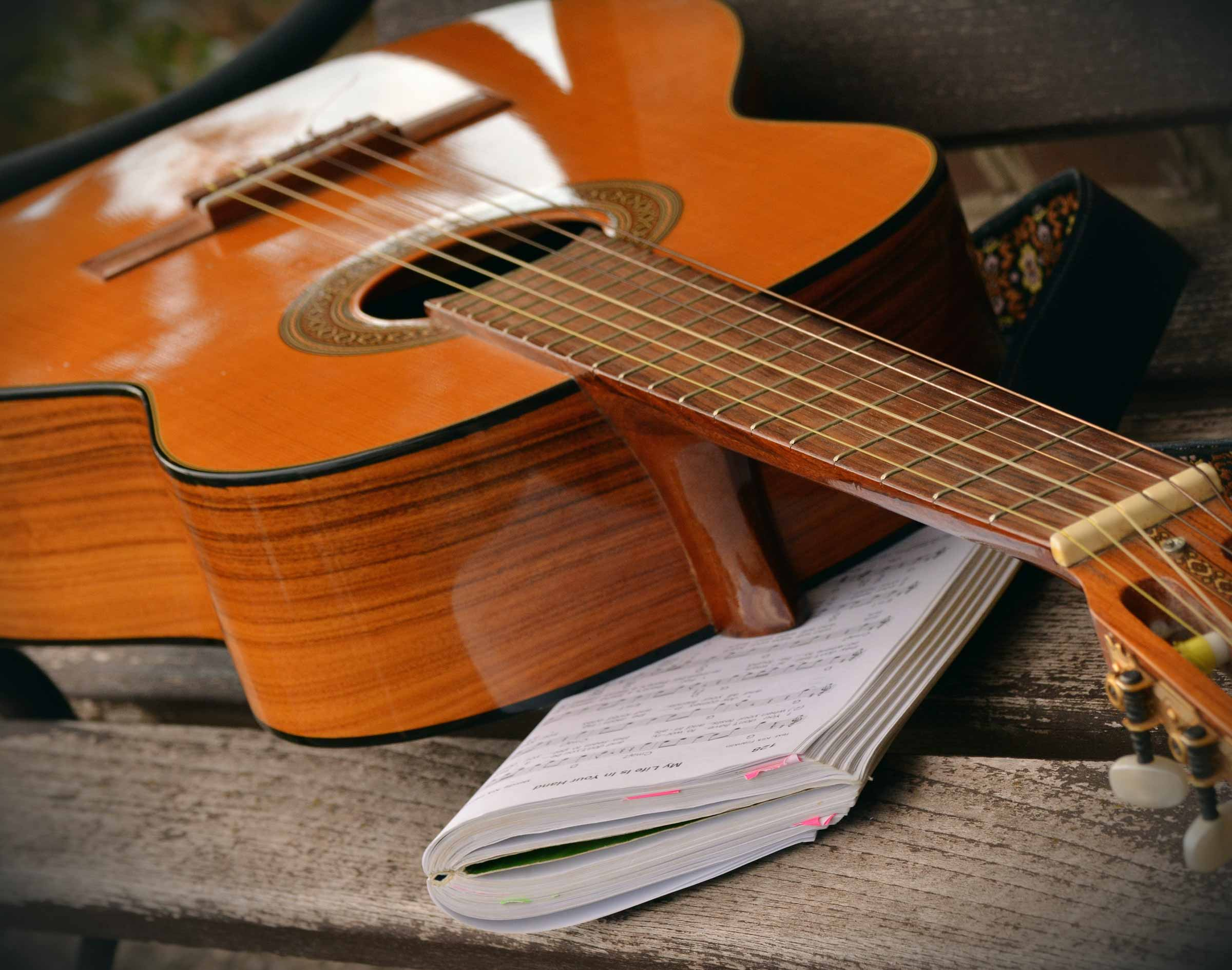 Classical guitar classes